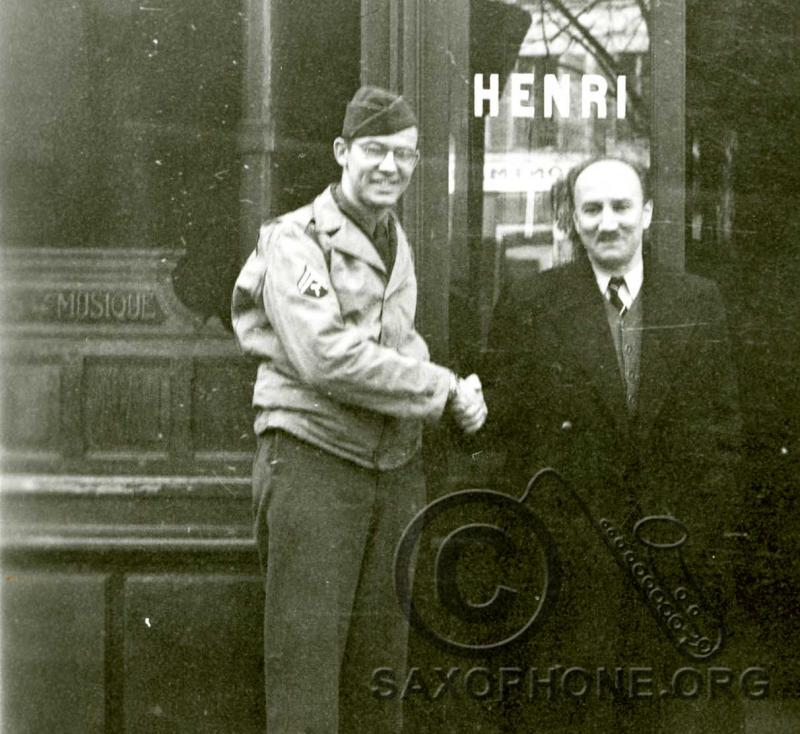 Maurice Selmer, son of Henri Selmer and president of Selmer in 1945, thanks a US soldier shortly after the Nazis occupation of France was broken