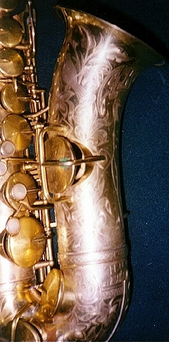 1925 King Artist Alto Saxophone With Gold Plating Mother-Of-Pearl Keys Inlays Engraving on entire Body saxophone.org